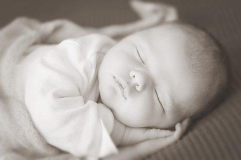 Osteopathie für Babys, Säuglinge, Neugeborene © Ramona Heim, Adobe Stock #101724553